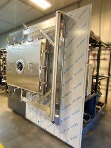 Q72XBS featuring center-hinge pivot door